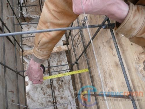 Контроль устройства арматуры перед заливкой бетона. Нарушения влияют на прочность фундамента и подлежат полному исправлению